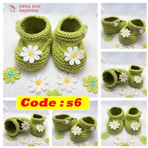 Handmade Newborn Knit Acrylin GreenShoes, Soft Acrylic Baby Booties, Baby Girl Welcome Gift,Newborn Girl Shower Gift